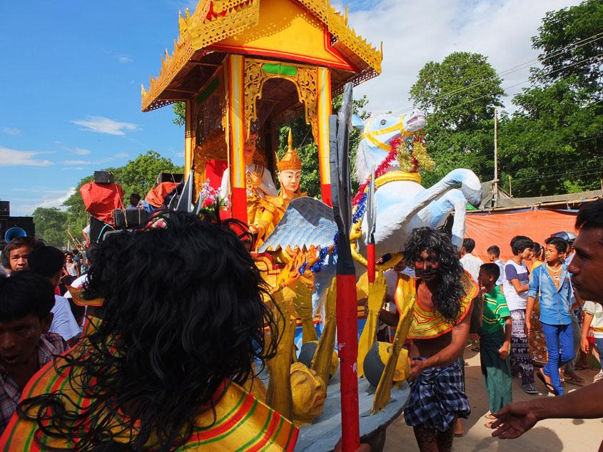 歌と踊りの伝統的なお祭り・・・・?