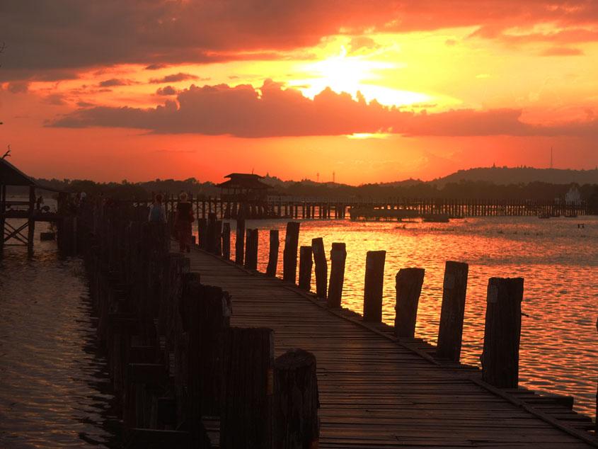 ウーベイン橋でこの旅で一番の夕陽を見た!