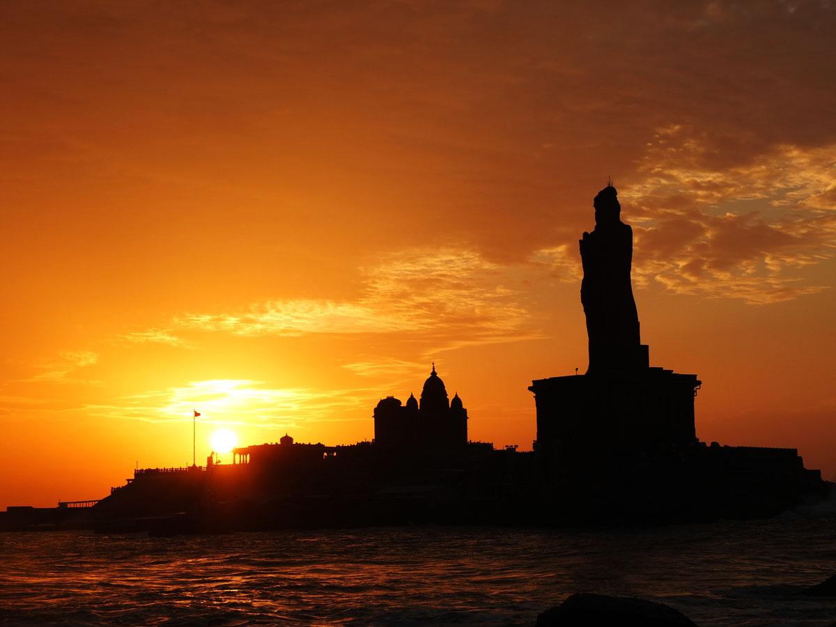 インド人にまぎれてカニャクマリで朝日を待つ